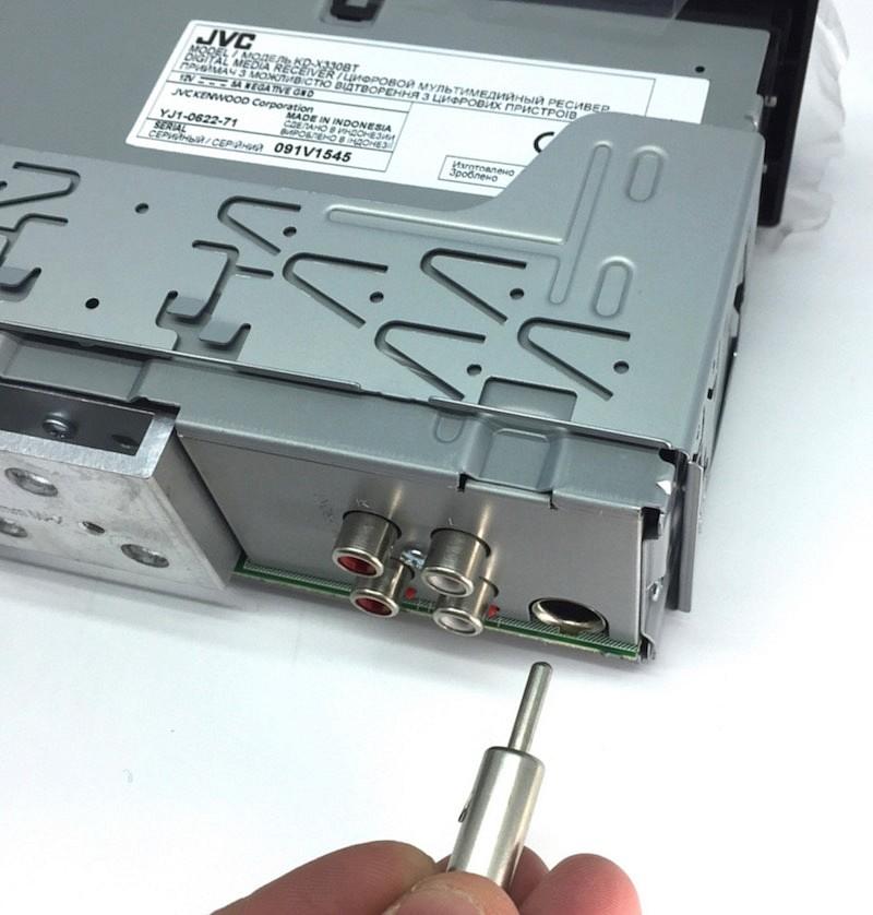 большинство автомагнитол имеют антенный разъем стандарта DIN